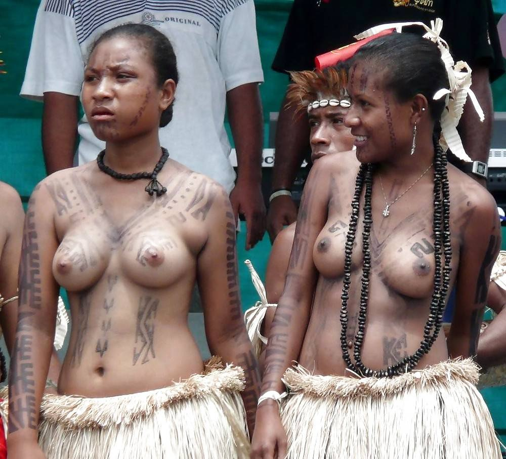 Brazil's isolated amazon kawahiva tribe captured for first time on photo